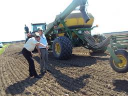 В работе новый трактор «Джон Дир» (ОАО «ПЗ «Пижанский»).