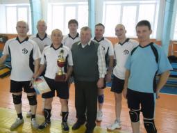 Команда «Динамо» и  Н.Л. Лаптев (в центре).