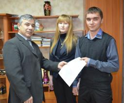 Вручение сертификата семье Ведерниковых.