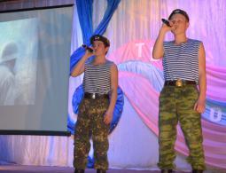 ВыступаютСаша Лебедев и Никита Чирков.