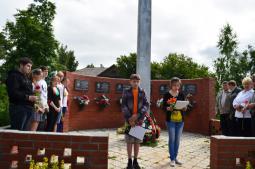 У памятника воинам-землякам, погибшим в локальных войнах.