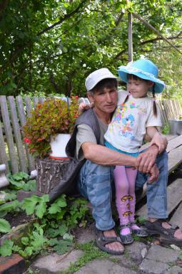 И.А. Ермаков с внучкой.