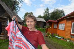 «Летом у нас в деревне красота, запах цветов и ягод, это словами не передать», –                                                                                       говорит Людмила Александровна Иванова.