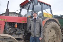 Алексей Рыков 15 лет работает механизатором в ОАО «Ахмановское».