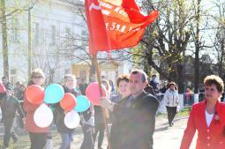 Знамя Победы несёт А.А. Чирков.