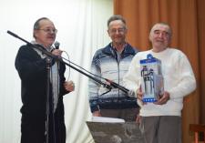 Друга и коллегу поздравляют С.А. МАЛЬКОВ и В.П. ЖАРОВЦЕВ.