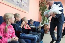 Игорь Владимирович подарил подарки маленьким пациентам