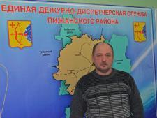 ЕДДС Пижанского района работает с 2012 года.  На фото: О.В. ЛОСКУТОВ, дежурный диспетчер.