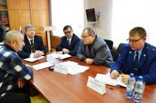 Приём граждан. На фото слева направо: А.В. Крашенинников, А.А. Маликов, С.М. Евстропов, А.Г. Панов, Р.И. Зыков.