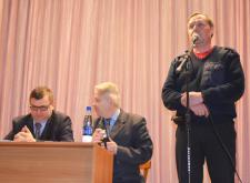 Выступает В.К. Семенов.   В президиуме С.М. Евстропов и С.Н. Конев.
