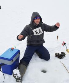 Первая рыбка - у Андрея Шушканова из команды администрации Пижанского района