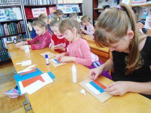 Центральная районная библиотека. Мастер-класс по изготовлению флагов