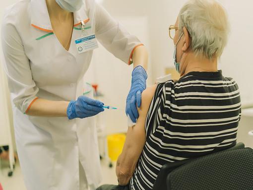 Кировские профсоюзы призывают сделать прививку от коронавируса