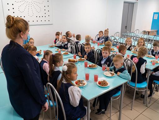 Бесплатным питанием в новом учебном году обеспечат более 63 тысяч детей