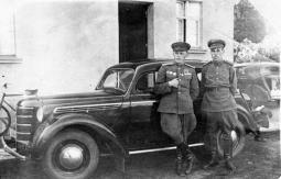 И. Ковязин с братом Василием. Германия, 1945 г.