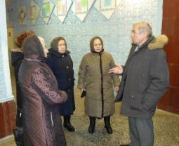 В.А. Домрачев беседует с безводнинцами.