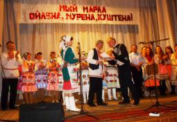 Приветствует артистов Ю.А. Дёмшин.