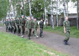 На военных сборах.
