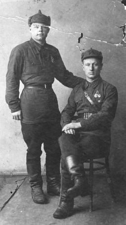 Василий Куклин (сидит)